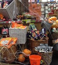 Pallets, pumpkins, raffia, baskets